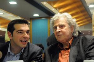 Θεοδωράκης για Τσίπρα: Προσκυνημένος που επαιτεί από τη Μέρκελ και τρώει τον αγλέορα