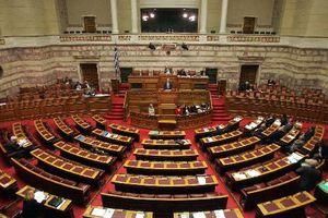 Στη Βουλή δικογραφίες για πρώην κυβερνητικούς