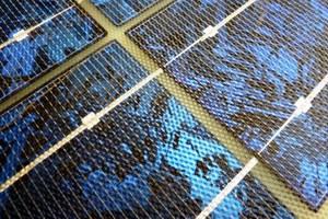 Νέα τεχνολογία μειώνει τη σιλικόνη στα φωτοβολταϊκά
