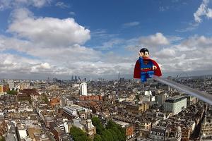 O Lego Superman είδε το Λονδίνο από ψηλά