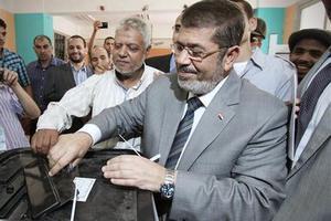 Ορκίστηκε ο Μόρσι ανεπίσημα στην πλατεία Ταχρίρ