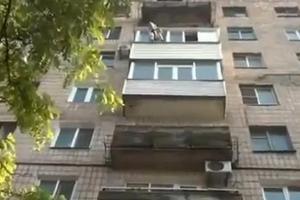 Γιαγιά γλίστρησε και έπεσε από το μπαλκόνι του σπιτιού της