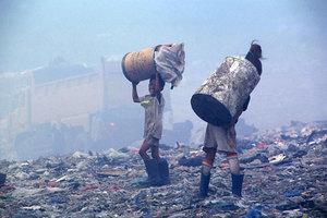 Παιδιά εργάζονται υπό επικίνδυνες συνθήκες στις Φιλιππίνες