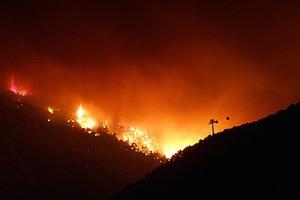 Συνεχίζεται η μάχη με τις φλόγες στο Ζευγολατιό