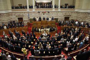 Αυξήθηκαν κατά 43% οι αμοιβές των υπαλλήλων της Βουλής