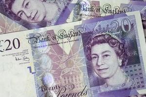 «Σε φορολογικούς παραδείσους οι περιουσίες του 1/3 των Βρετανών κροίσων»