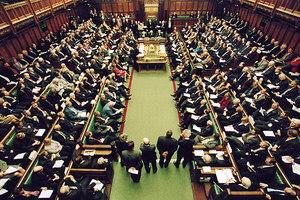 Αύξηση στο μισθό τους προτείνουν οι βρετανοί βουλευτές