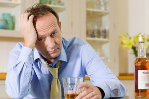 Αντιμετωπίζουν το άγχος με... αλκοόλ