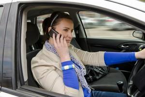 Οι δικαιολογίες των οδηγών που μιλούν στο κινητό