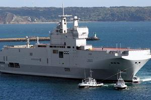 Αμερικανικό πλοίο άνοιξε πυρ κατά σκάφους στον Κόλπο