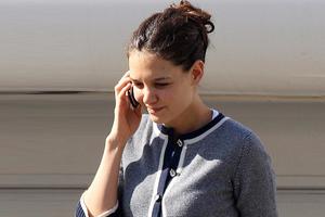 Από άλλο κινητό κανόνιζε τα... του διαζυγίου η Katie Holmes