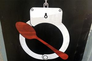 Επιχειρηματίας κάνει απεργία πείνας υπέρ των υπαλλήλων του