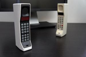 Επιστρέφουν τα ρετρό κινητά του '90