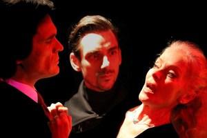 «Βρώμικα Κόλπα» απόψε στο Θέατρο Πέτρας