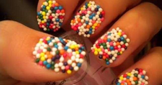Νύχια ζαχαροπλαστείου: τα girlie νύχια σε