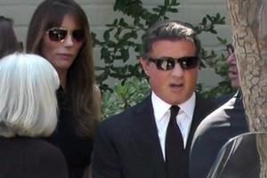 Συντετριμμένος ο Stallone στην κηδεία του γιου του