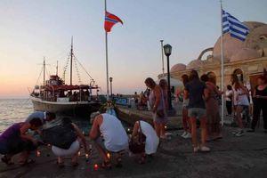 Άναψαν 77 κεριά για τα θύματα στη Νορβηγία