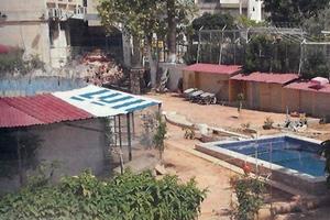Κρατούμενος πίσω από την πισίνα στον Κορυδαλλό
