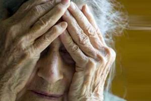 Μπαίνουν σε σπίτια ηλικιωμένων, τους δένουν και τους κλέβουν