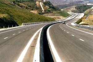 Ανατροπή φορτηγού στην εθνική Αθηνών - Θεσσαλονίκης