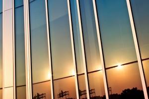 Ερευνητές κατασκεύασαν την πρώτη διάφανη φωτοβολταϊκή κυψέλη