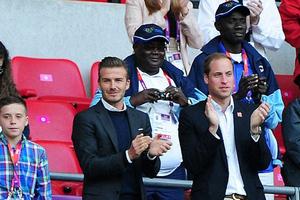 Στο γήπεδο με τον γιο του και τον πρίγκιππα William