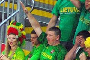 Ναζιστικός χαιρετισμός από Λιθουανό θεατή των Ολυμπιακών Αγώνων!