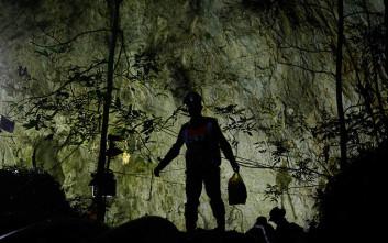 Κορυφώνεται η αγωνία για τα παιδιά που εγκλωβίστηκαν σε σπήλαιο στην Ταϊλάνδη
