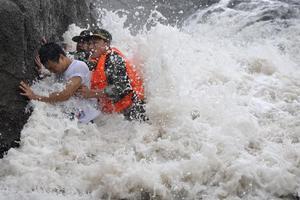 Νεκρούς αφήνει πίσω του ο τυφώνας Σαόλα