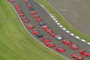 Ρεκόρ Guinness για συγκέντρωση Ferrari