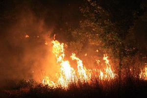 Εκτός ελέγχου η φωτιά στη Χίο