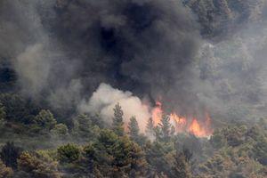 Διάσπαρτες εστίες φωτιάς στο Άγιο Όρος