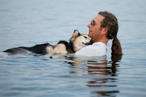 Ο σκύλος είναι κάτι παραπάνω από καλύτερός του φίλος