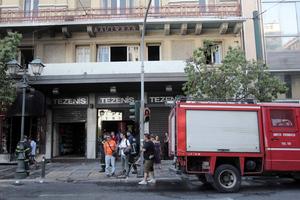 Φωτιά σε βιβλιοπωλείο στο κέντρο της Αθήνας
