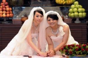 Όρκοι αιώνιας πίστης από δύο γυναίκες στην Ταϊβάν