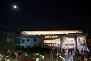 Αυγουστιάτικο φεγγάρι στο Μουσείο Ακρόπολης