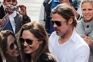 Επιστροφή στη βάση για Pitt-Jolie