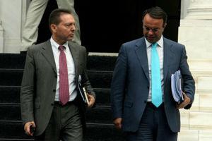 Παρέμβαση Στουρνάρα-Σταϊκούρα για τις κατασχέσεις