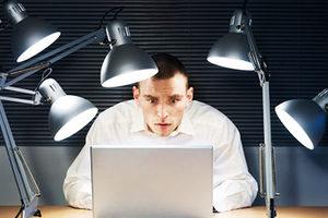Οι άνδρες χρησιμοποιούν περισσότερο το Διαδίκτυο