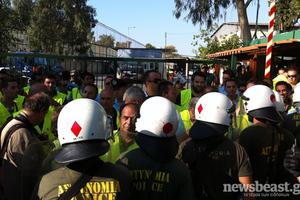 Παραμένει αποκλεισμένη από αστυνομικούς η σχολή των ΜΑΤ