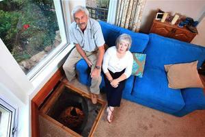 Ανακάλυψαν πηγάδι κάτω από το σαλόνι τους