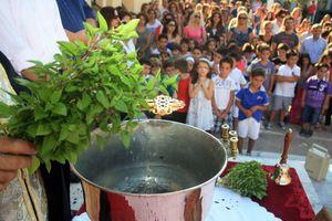 Γονείς «μπλόκαραν» τον αγιασμό στη Ροδιά