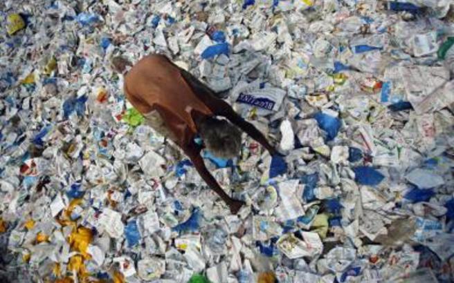Οι Ινδοί απαγορεύουν και την παραγωγή πλαστικών σακούλων