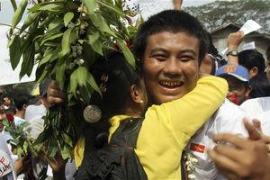 Απελευθέρωση όλων των πολιτικών κρατούμενων στη Μιανμάρ