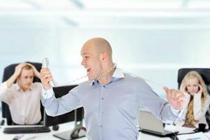 Τι πρέπει να ξέρετε για τα ενοχλητικά τηλεφωνήματα των εισπρακτικών