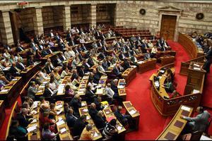 «Ξεσκονίζουν» τους τραπεζικούς λογαριασμούς οκτώ πολιτικών