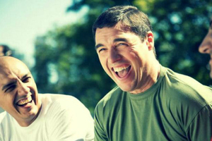 Το ψεύτικο γέλιο δεν ξεγελά το μυαλό