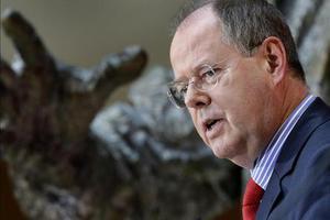 Παραιτείται από όλα τα αξιώματά του στο SPD ο Στάινμπρουκ