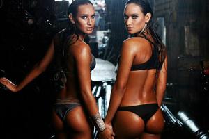 Καυτό βραζιλιάνικο δίδυμο