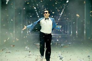 Η νέα μόδα λέγεται... «Last Gangnam Christmas»